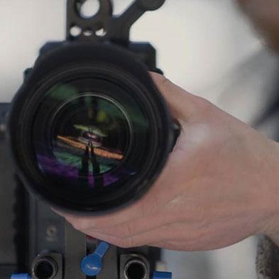 camera-lens-hand