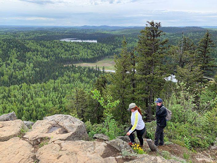 two people hiking teapot mountain